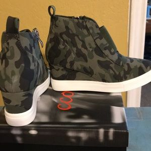 New Camo Wedge Sneakers Size 7